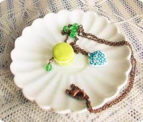 Oh la la Macaron parisien au pistache, French macaron necklace in green and blue, vintage style