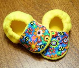 Honey Bees and Yellow Fleece Baby Booties