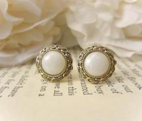 Bridesmaid Earrings,Vintage gold chain link and pearl earrings ,Vintage Button Earrings, Vintage earrings, gold, studs, post, fall fashion, summer trends