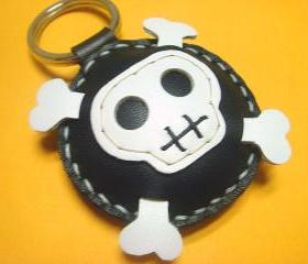 Ashbren the Skull leather charm ( black and white )