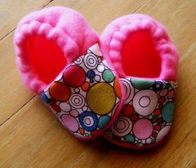 Mod Circles and Pink Fleece Baby Booties