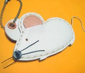 Wilson the Mouse leather charm ( White )