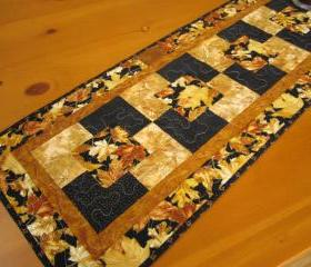 Gorgeous Leaves Table Runner