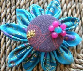 Tsumami Kanzashi flower brooch with a twist