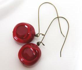 deep red earrings - Vintage glossy burgundy lucite beads - sealing wax
