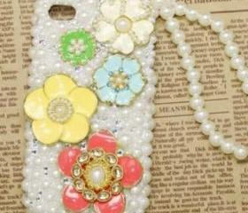 New Five Flowers OF Different Colors With All White Pearls Case For iPhone 4/4S (#424)