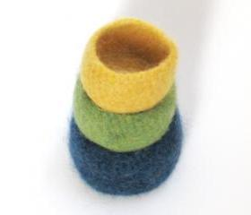Felted bowls - Lopi family - Block colors - Green, yellow and blue 