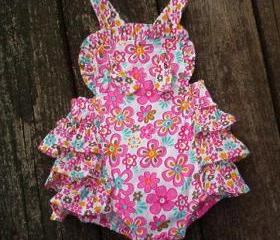 Retro look ruffle back sunsuit and sunhat Baby girls size 3 to 6 month