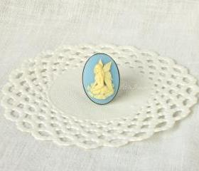 Fairy Lisbeth, fairy Cameo ring in cream white and blue, victorian jewelry