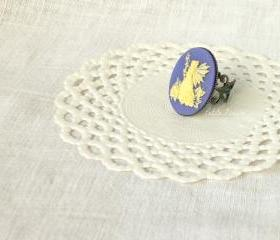 Fairy Anya, fairy Cameo ring in cream white and lavender lilac, vintage style