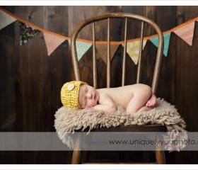 Crochet basketweave beanie in mustard yellow for newborn baby boy photography prop - newborn size