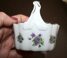 Small Lefton Purple Violet Basket .. No. 2676