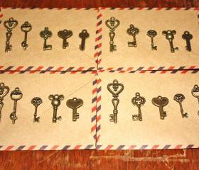 20 Antique Style Bronze Key Charms