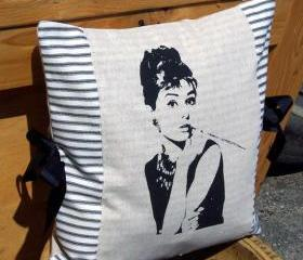 Decorative Throw Pillow Cushion Cover with Hollywood Glam Audrey Hepburn Screen Print