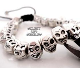 Pirate skull bead bracelet 
