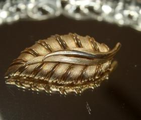 Vintage Gold Leaf Brooch ... Matte and Shine .. Great Detail