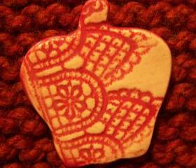 Apple Lace Pin