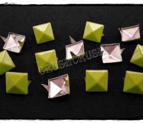 50pcs Citrine Yellow Pyramid Stud Punk ROCK Biker Spikes spots EMO 13mm S1713