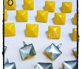 50pcs Yellow pyramid stud Punk ROCK Biker Spikes spots EMO S2211