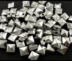  200pcs 7mm Silver Acrylic Pyramid Square Beads Metal Spike Spacers F582
