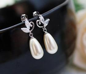 Wedding Jewelry Wedding Earrings Bridal Earrings Bridesmaid Earrings cubic zirconia flower ear posts with Cream Swarovski Pearl Tear drops