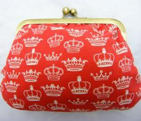 "6"" Fabby Purse - White Crown on Red"