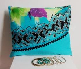 Decorative cover for pillows - 16 x 13 inch