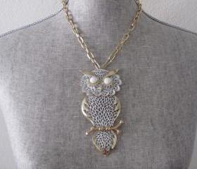 Vintage 1970's Gold-Tone Owl Pendant Necklace