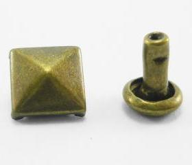 50x8mm Brass Pyramid Rivets Rapid Square Stud RV428