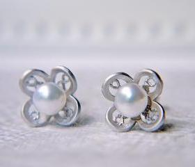 White Freshwater Pearl Filigree Earrings. Matte Silver Flower. Wedding Jewelry. Petite. Elegant.