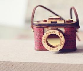 3D Wood and Leather Camera Necklace - Movable lens
