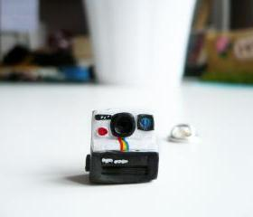 Polaroid 1000 Vintage-style Camera Pin Brooch