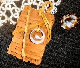 Natural wood pendant with jute and seashell