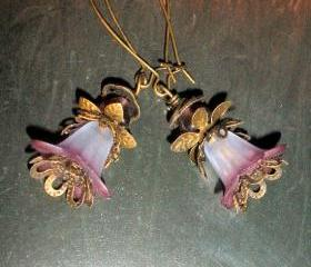 Flower earrings with bronze and hand-dyed flower beads
