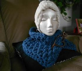 Chunky Blue Cowl with Pin