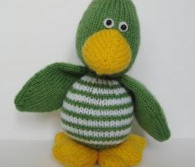 Quacky Duck toy knitting pattern - fun and easy to knit toy with this pdf pattern