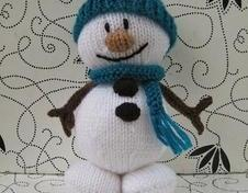 Mr Snowman toy knitting pattern - Christmas decoration or toy gift, easy to knit with this step-by-step pattern