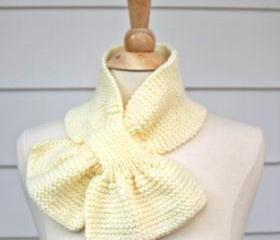 Knit scarf - scarflette - keyhole scarf cream white warm winter