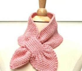 Knit scarf - keyhole scarf scarflette pink winter