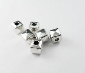 25pcs 7mm Silver Metal Cube Square Pyramid Beads Charms Pendants Spacers PND-400