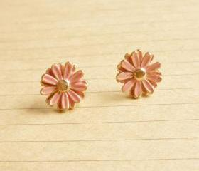 on SALE - Lovely Pale Pink Daisy Stud Earrings - Gift under 10