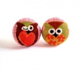 Button earrings -Hoot Hoot Owls On Purple