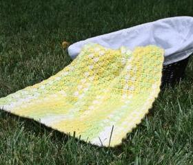 Crochet baby blanket warm yellow green white shell