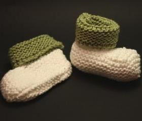 Knit baby booties shoes green white natural cotton yarn