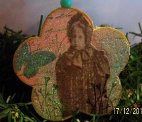 Vintage Cabinet Girl Ornament #7