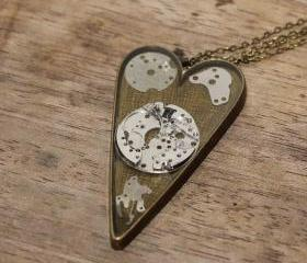 Pretty steampunk style heart-shaped pendant