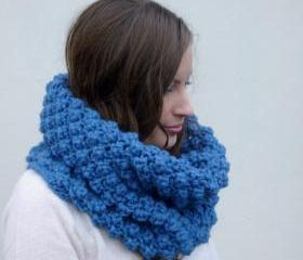 Chunky berry stitch snood in blue