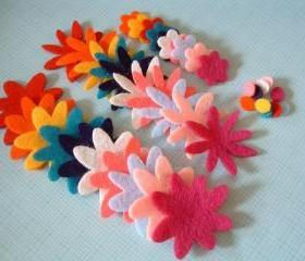 F115 --- 30 Felt flowers (10 colors and 3 shapes plus centers)