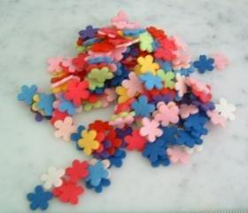 F102b ---100 Mini felt flowers 15 mm or 1.5 cm