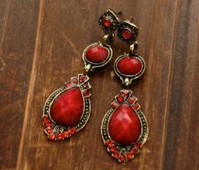 Rita's Vintage Earrings - Ruby Stones
